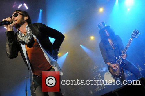Scott Weiland and Slash 6
