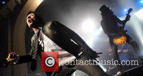 Scott Weiland and Velvet Revolver 10