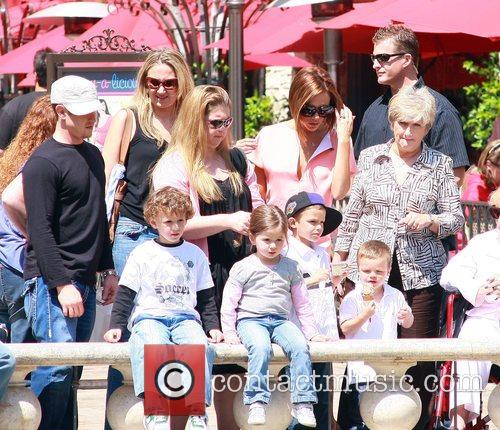 Victoria Beckham, Sandra Beckham and David Beckham 8