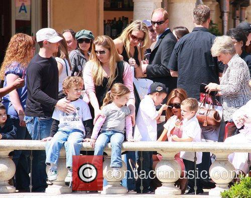 Victoria Beckham, Sandra Beckham and David Beckham 7