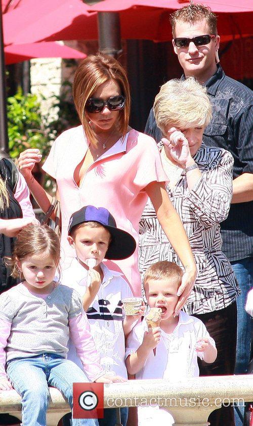 Victoria Beckham, Sandra Beckham and David Beckham 4