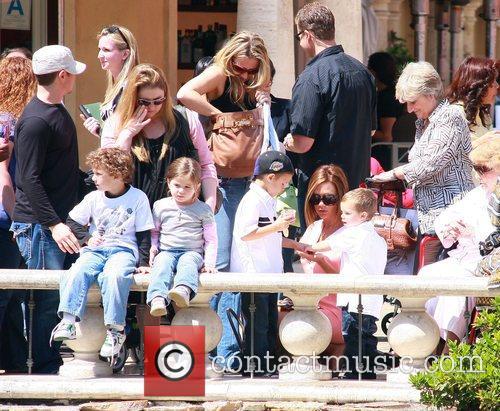 Victoria Beckham, Sandra Beckham, David Beckham