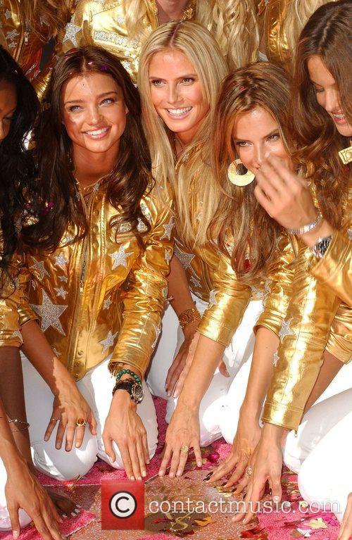 Heidi Klum, Alessandra Ambrosio and Izabel Goulart 6