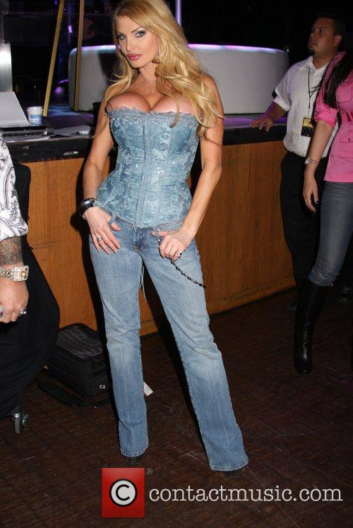 Taylor Wane and Vince Neil 3