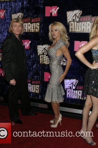 Pamela Anderson, Las Vegas and Mtv 6