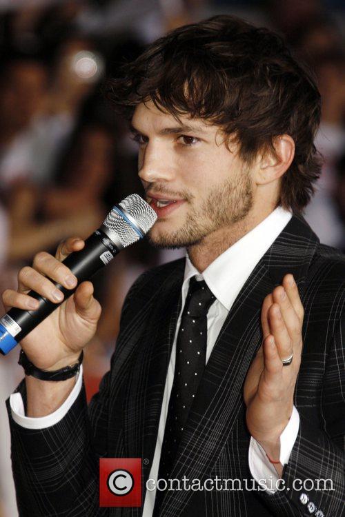 Ashton Kutcher Los Angeles Premiere of 'What Happens...