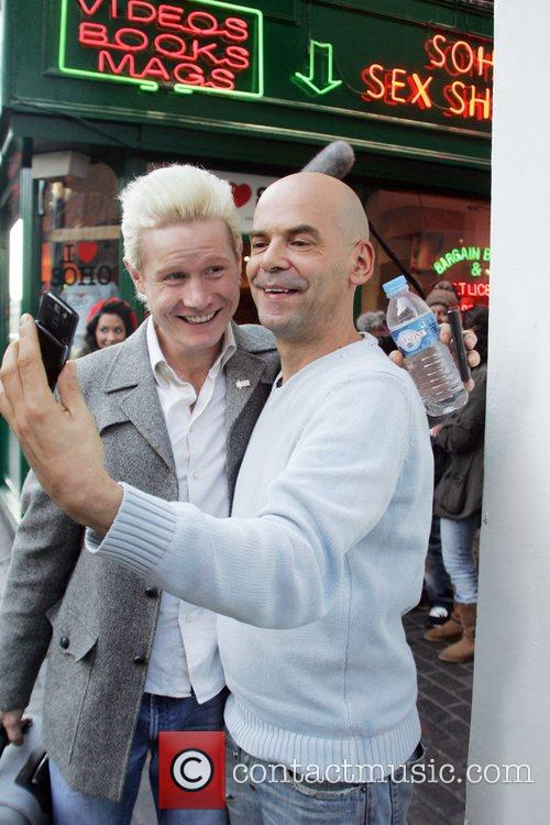 Rhydian Roberts posing with the manager of 'Kitsch...