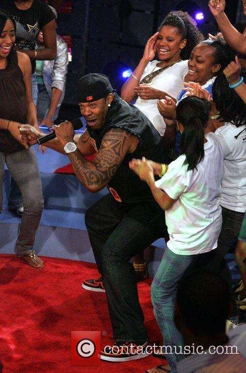 Performs at the taping of '106 & Park:...