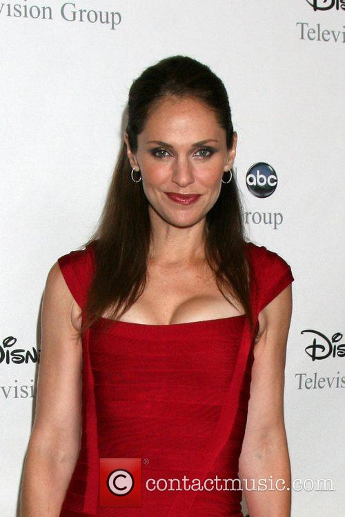 Amy Brenneman 10