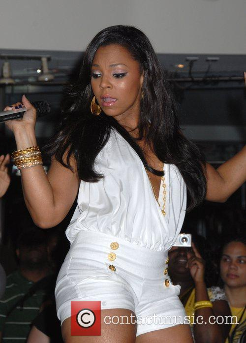 Ashanti and Times Square 3