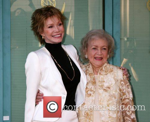 Mary Tyler Moore and Betty White 4