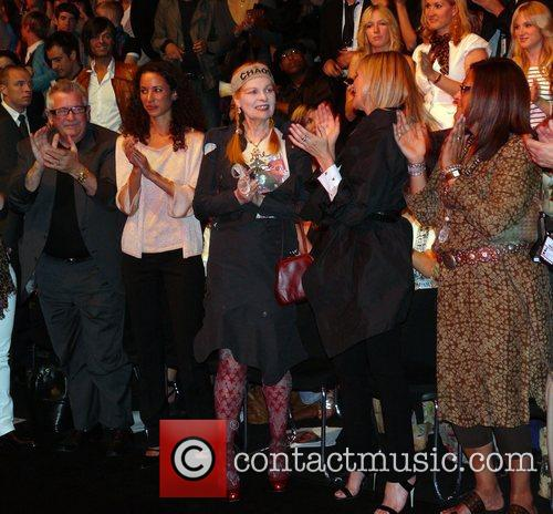 Vivienne Westwood receiving standing ovations from Kim Cattrall...