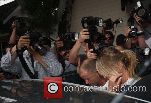Is swarmed by paparazzi while leaving a gym...