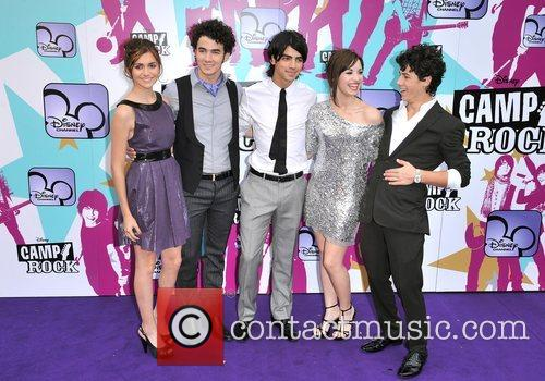 Alyson Stoner, Joe Jonas, Nick Jonas, Demi Lovato and Kevin Jonas 2