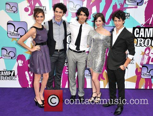 Alyson Stoner, Joe Jonas, Nick Jonas, Demi Lovato and Kevin Jonas 4