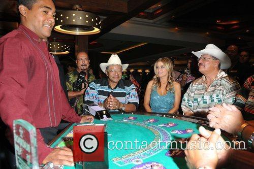 Carmen Electra and members of the Seminole Indian Tribal Council 3