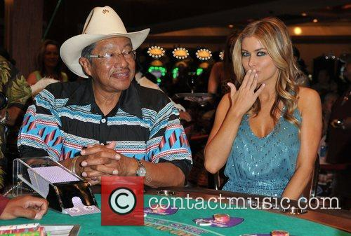 Carmen Electra and members of the Seminole Indian Tribal Council 1