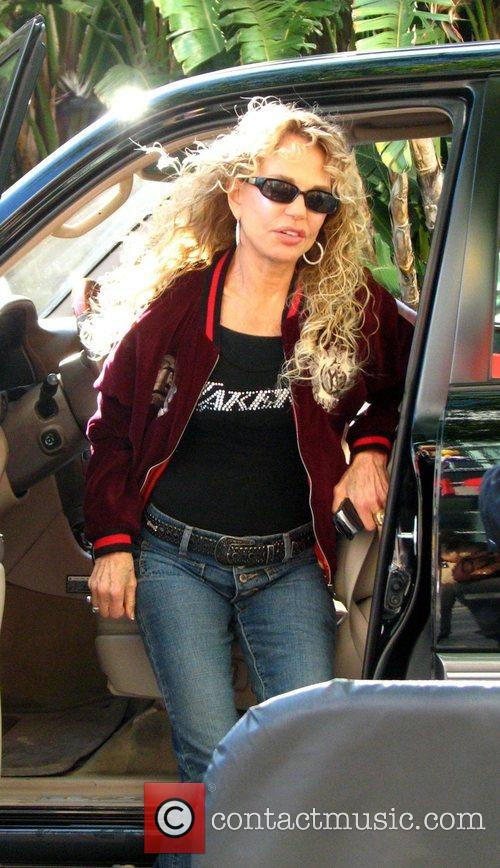Dyan Cannon arriving at the LA Lakers game...