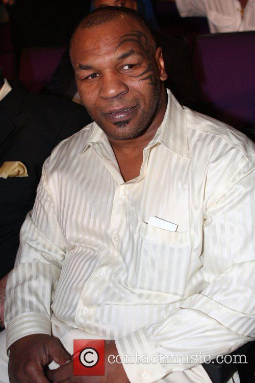 Mike Tyson Kendell Holt fights Ricardo Torres for...