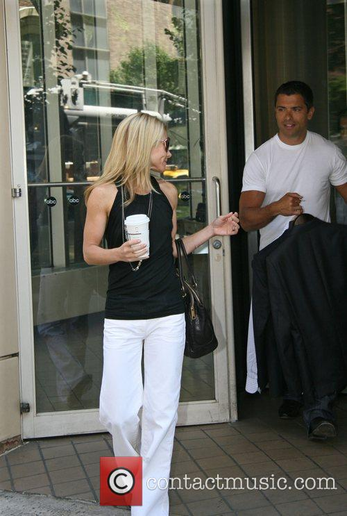 Kelly Ripa 5