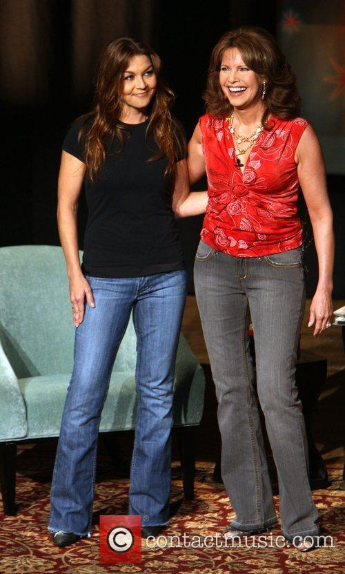 Gretchen Wilson and Lorianne Crook at the GAC...