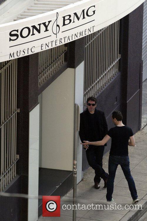 Australian Idol Damien Leith  takes a break...
