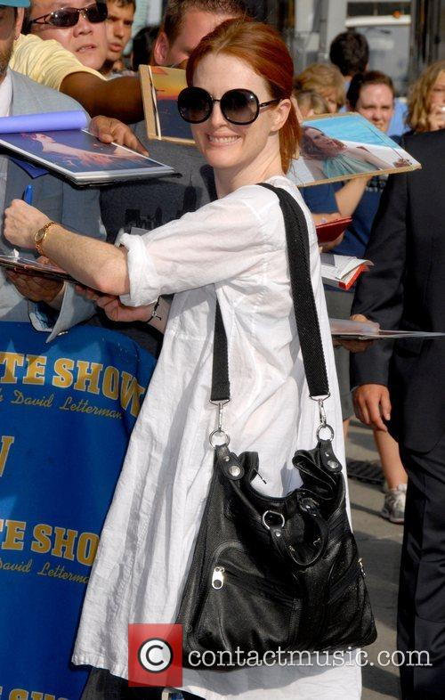 Julianne Moore, Cbs and David Letterman 10
