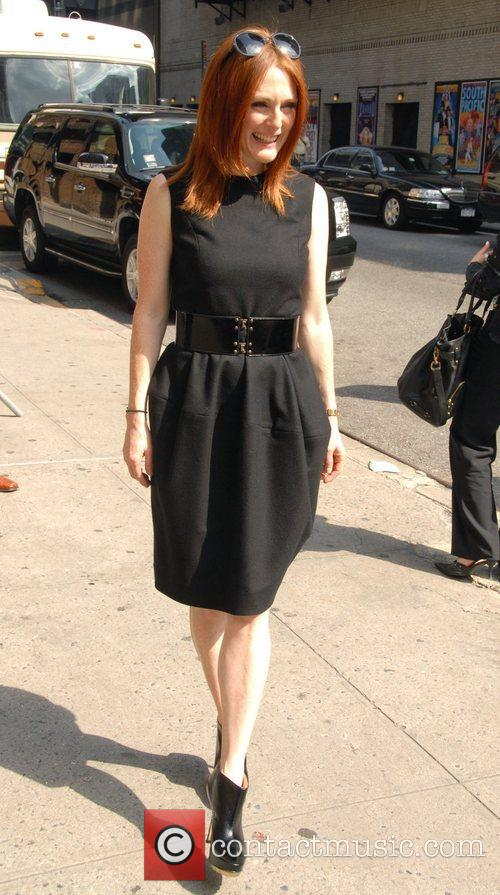Julianne Moore, Cbs and David Letterman 6