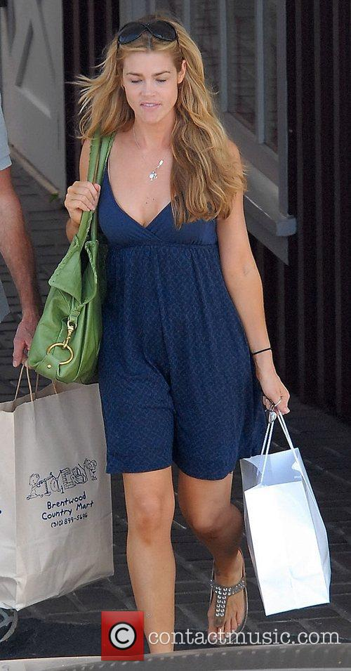 Denise Richards goes in Brentwood Los Angeles, California