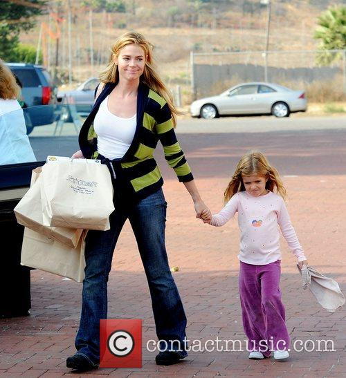 Denise Richards goes shopping with her daughter in...
