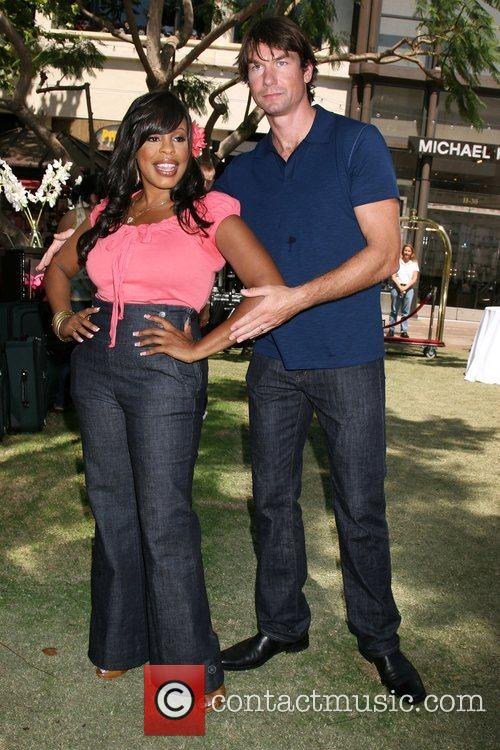 Niecy Nash and Jerry O'connell 9