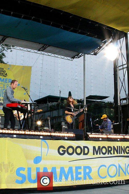 Good Morning America Email : Feist canadian singer songwriter performs live for
