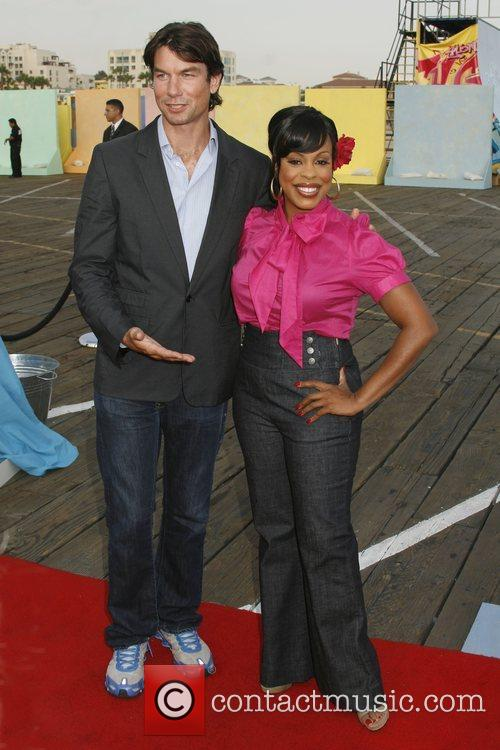 Jerry O'Connell and Niecy Nash 8