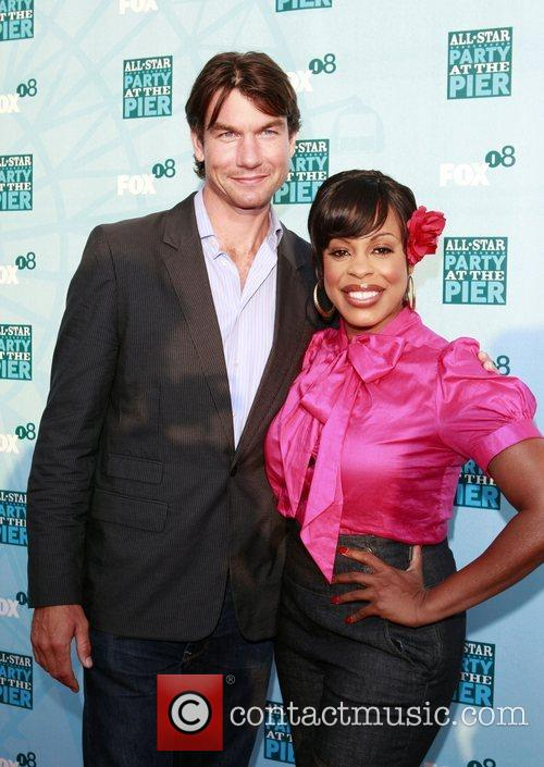 Jerry O'connell and Niecy Nash 2