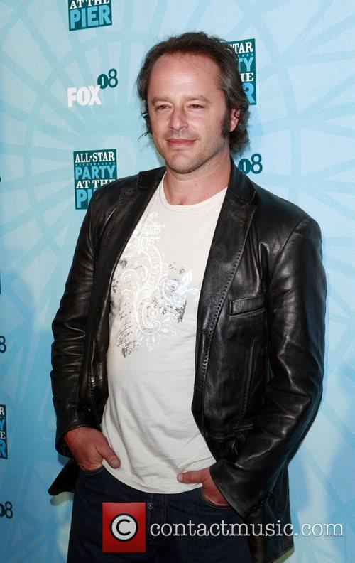 Gil Bellows 8