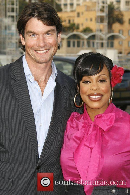 Jerry O'connell and Niecy Nash 11