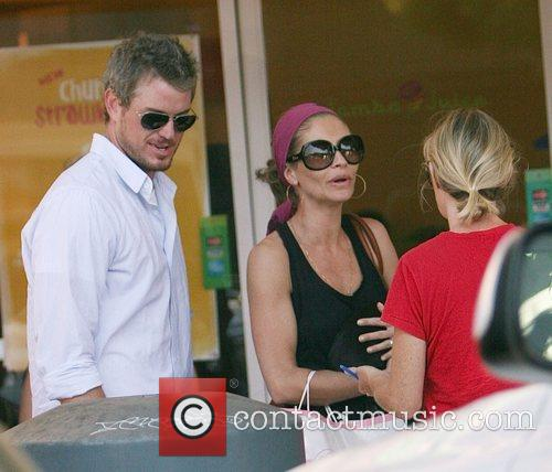 Eric Dane and Rebecca Gayheart Adopting An Injured Puppy In While Shopping In Los Angeles 1