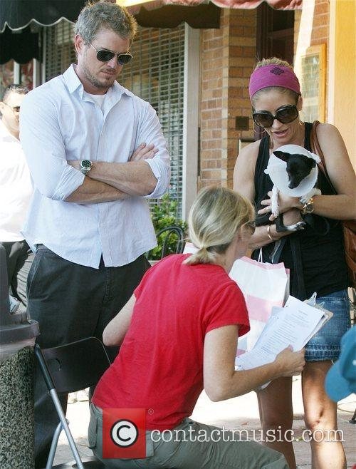 Eric Dane and Rebecca Gayheart Adopting An Injured Puppy In While Shopping In Los Angeles 8