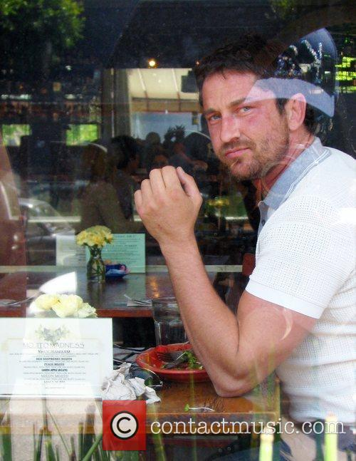 Gerard Butler having lunch at the Newsroom Cafe...