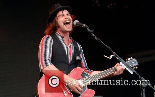 Gaz Coombes Supergrass Get Loaded in The Park...