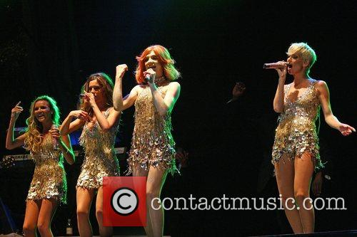 Cheryl Cole, Girls Aloud and Nicola Roberts 2