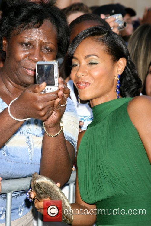 Jada Pinkett Smith With Fans 5