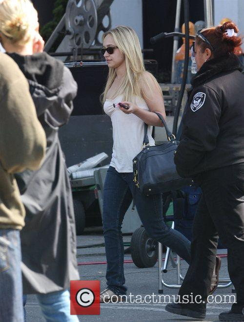 Hayden Panettiere leaves the film set of 'Heroes'...