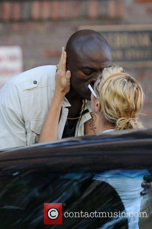 Heidi Klum and Seal Share A Kiss As They Leave Their West Village Residence On Separate Cars 2