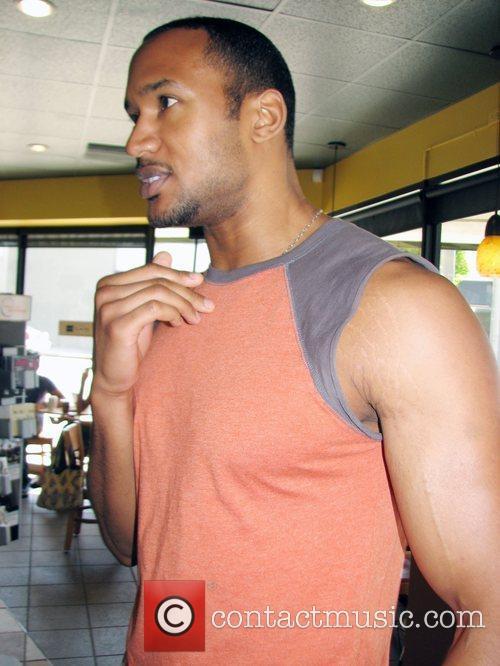 Henry Simmons - former 'Shark' actor at Starbucks   8 ...