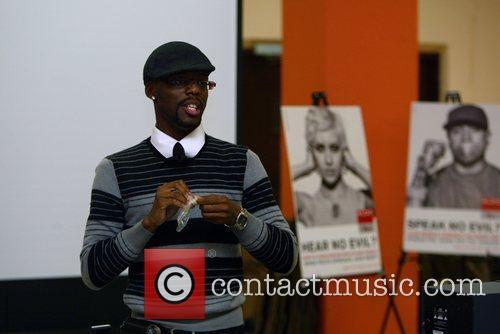 Metro TeenAIDS spokesperson shows local teens how to...