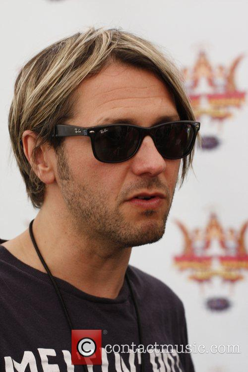 Grant Nicholas of Feeder backstage Isle of Wight...