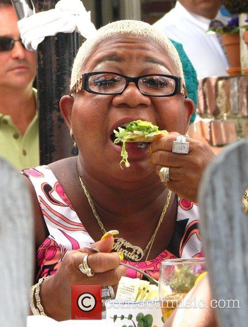 Luenell has lunch at the Ivy Restaurant in...