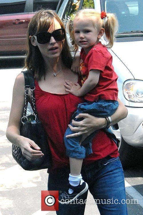 Jennifer Garner and daughter Violet Affleck go to...