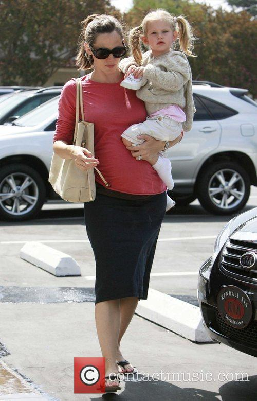 Jennifer Garner and Violet Affleck Jennifer Garner showing...